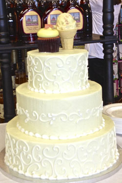 Dewey's Bakery Blue Ridge Ice Creams wedding cake
