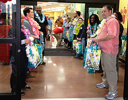 First Trader Joe's Fans get Leis and Free Bags